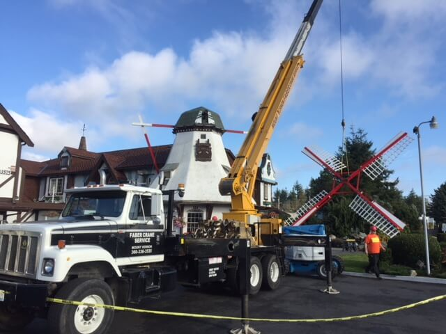 Windmill blades being brought in Oak Harbor